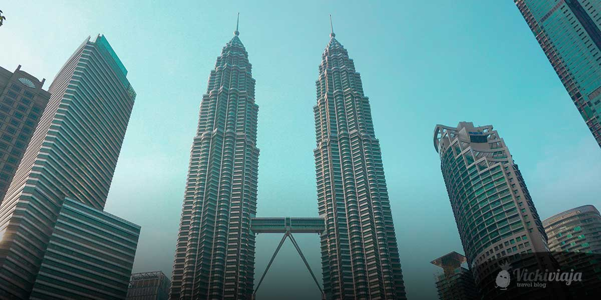 The absolute best free things to do in Kuala Lumpur, Petronas Towers from KLCC Park