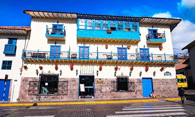 Plaza del Regocijo, white blue house in Cusco